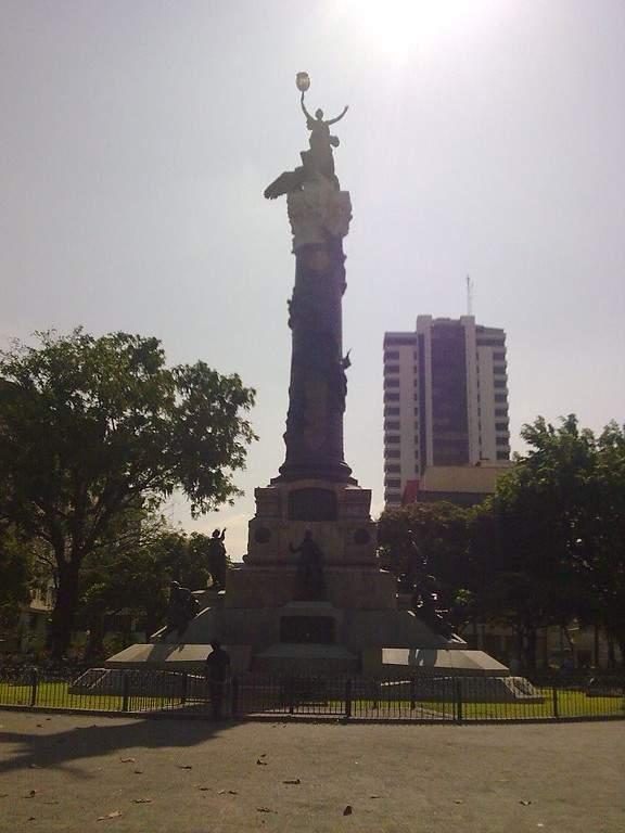 La Columna de los Próceres en la Plaza del Centenario en Guayaquil
