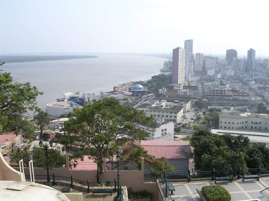 Vista del río Guayas desde el cerro Santa Ana en Guayaquil