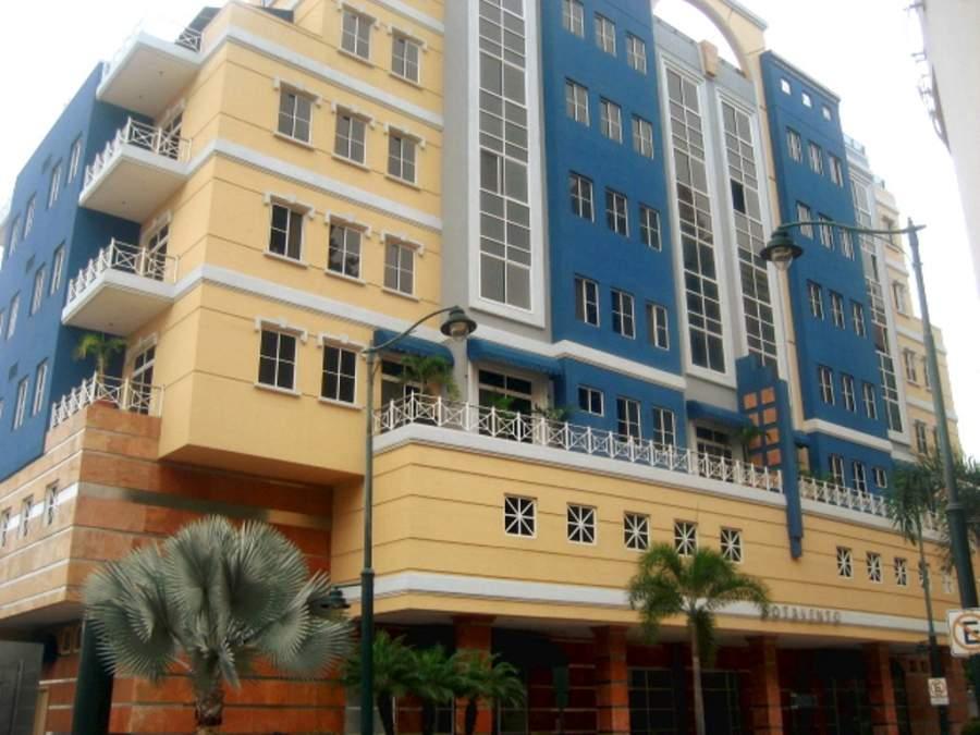 Edificio Sotavento en el complejo Puerto Santa Ana en Guayaquil