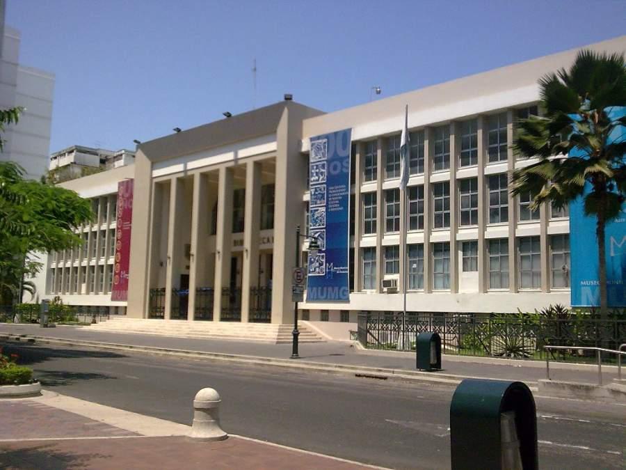 Fachada de la Biblioteca Municipal en Guayaquil