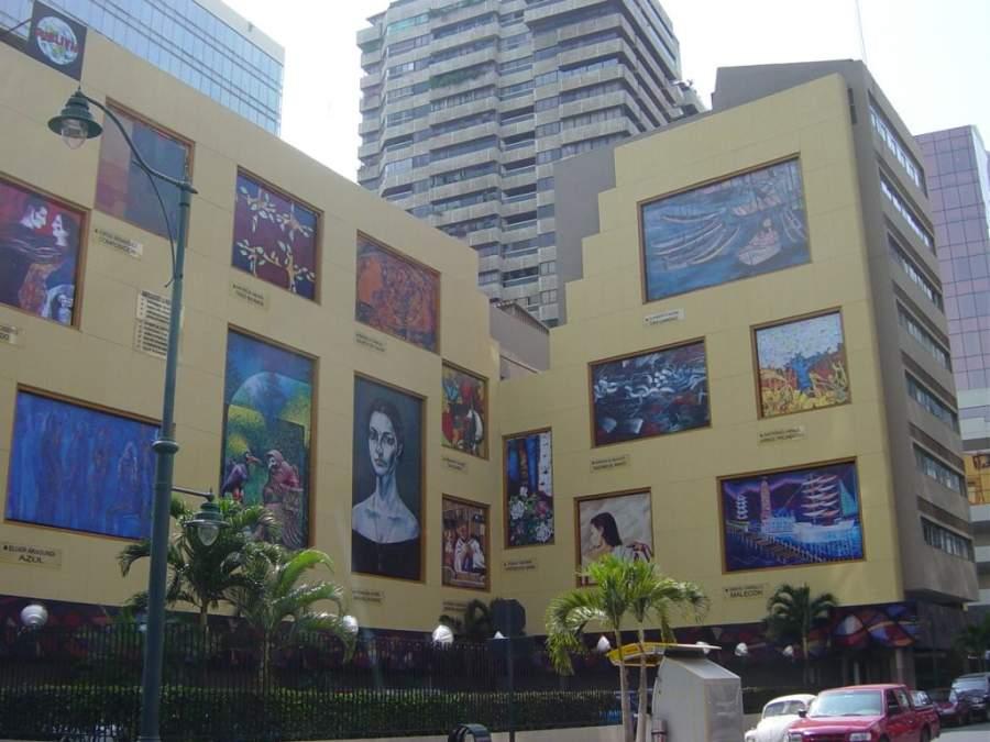 Murales en el Banco Central del Ecuador en el centro de Santiago de Guayaquil