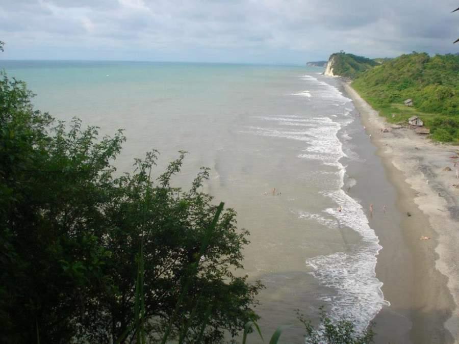 Punta Blanca es una pequeña comunidad costera ubicada en la provincia de Santa Elena