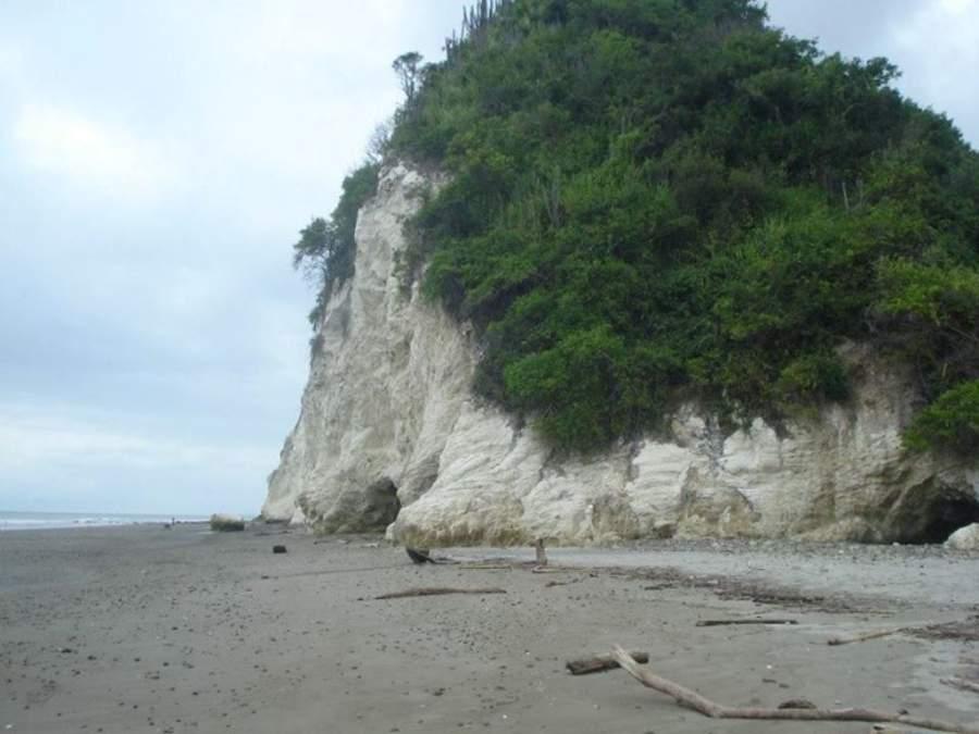 Punta Blanca es ideal para largos paseos la playa