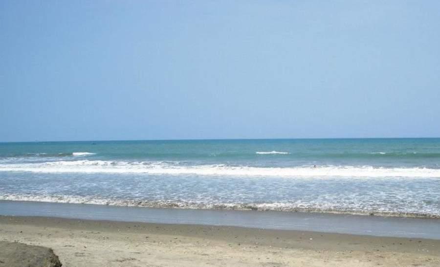 Las playas de Punta Blanca se caracterizan por sus amplios arenales y suave oleaje azul turquesa