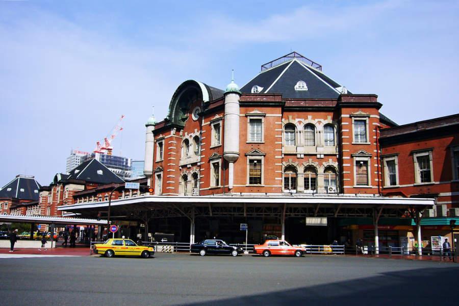 La Estación de Tokio está cerca del Palacio Imperial en el distrito Marunouchi