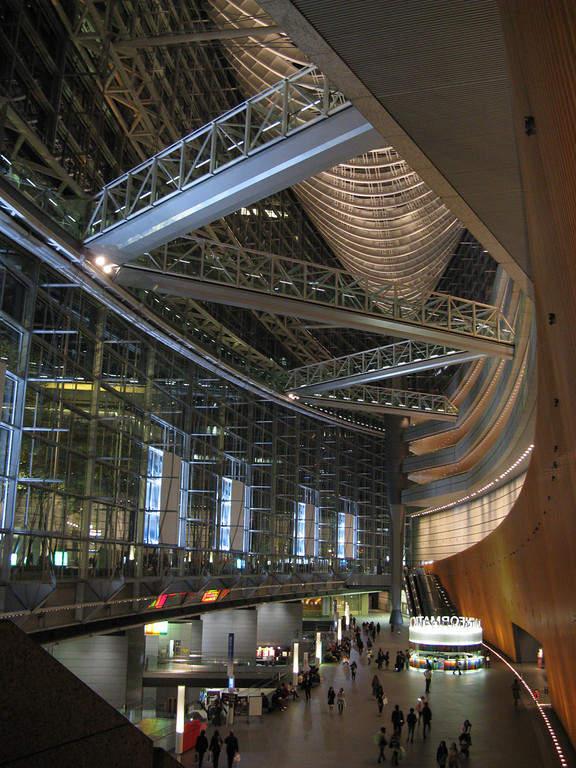 En Tokio confluyen edificios tradicionales con las estructuras vanguardistas