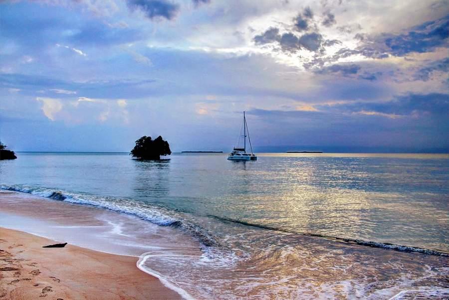 Paisaje desde la playa de Isla Popa