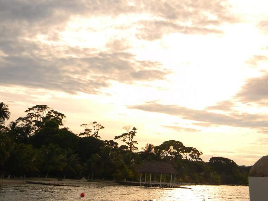 El lago de Izabal, el más grande de Guatremala, está a 70 kilómetros de Santo Tomás de Castilla