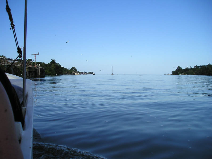 Santo Tomás de Castilla se ubica a orillas de la bahía de Amatique