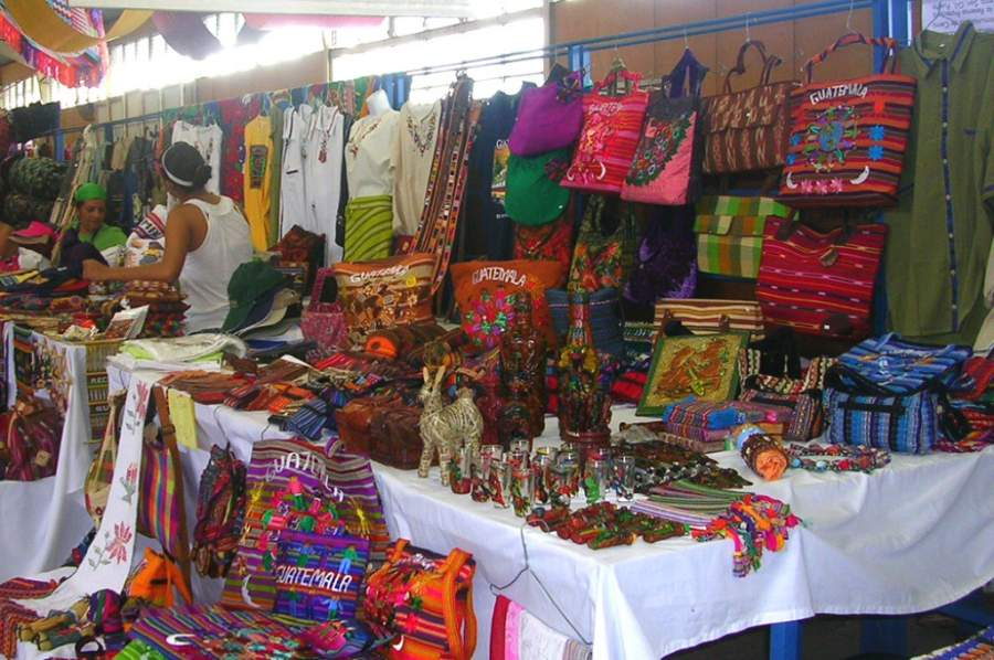Mercado de artesanías en Santo Tomás de Castilla