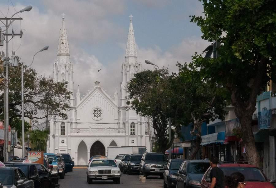 Visita la Iglesia de San Juan Evangelista en Juan Griego