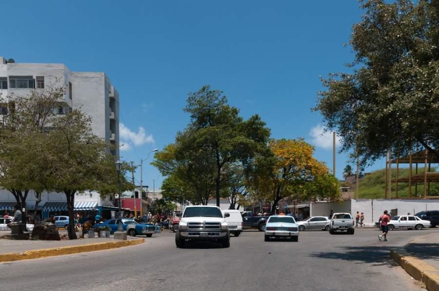 Avenida en la ciudad de Juan Griego