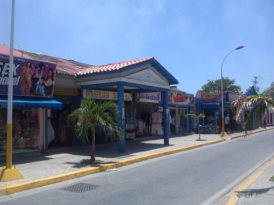 Tiendas en una calle de Juan Griego