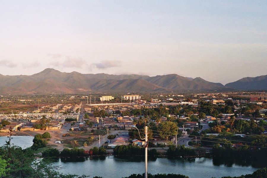 La localidad de Juan Griego se ubica en una bahía en la Isla de Margarita