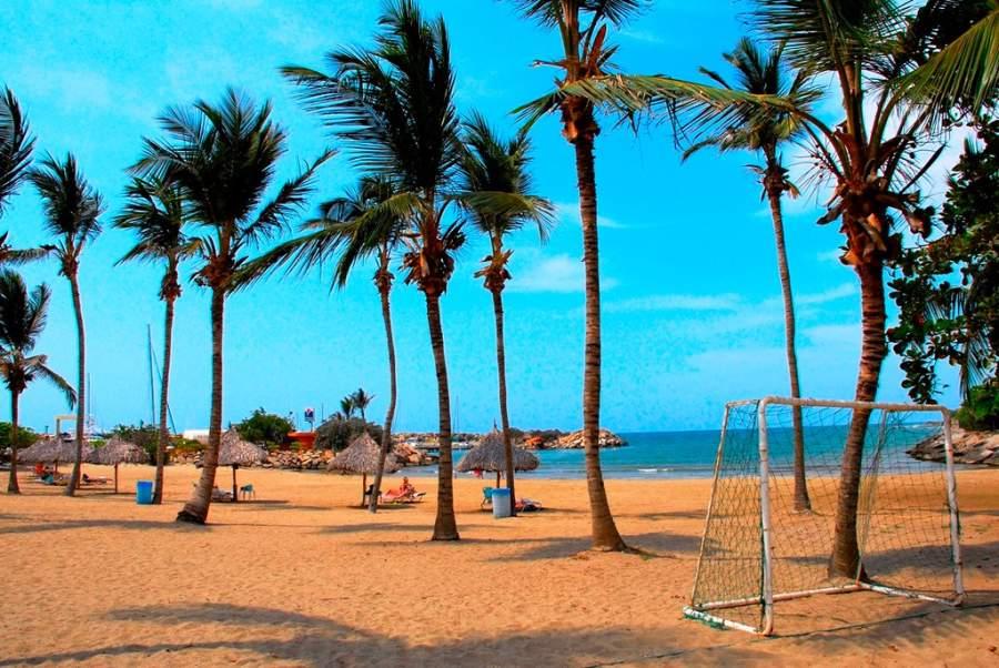 Pasa un día en la playa de Catia La Mar