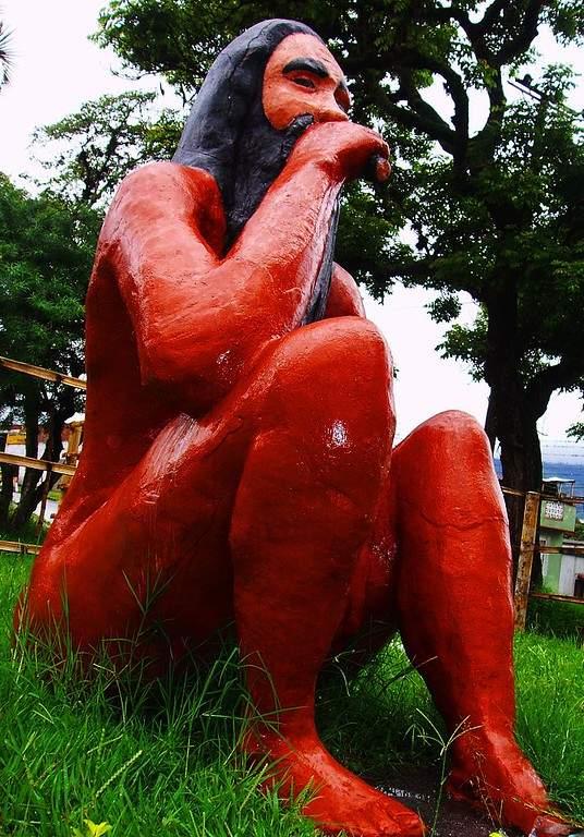 Escultura Mohán y el rito de fuma de tabaco en Ibagué