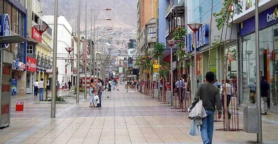 Extenso paseo peatonal Arturo Prat en Antofagasta