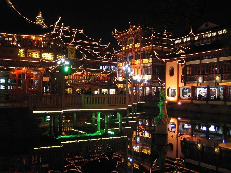 Jardín Yuyuan en la noche