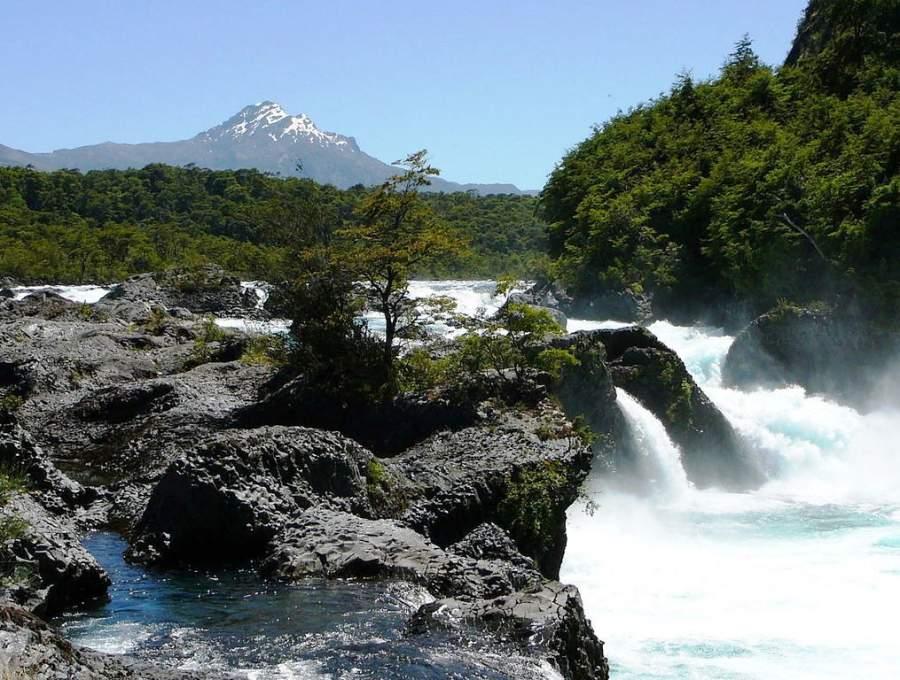 Saltos del Petrohué en el Parque Nacional Vicente Pérez Rosales