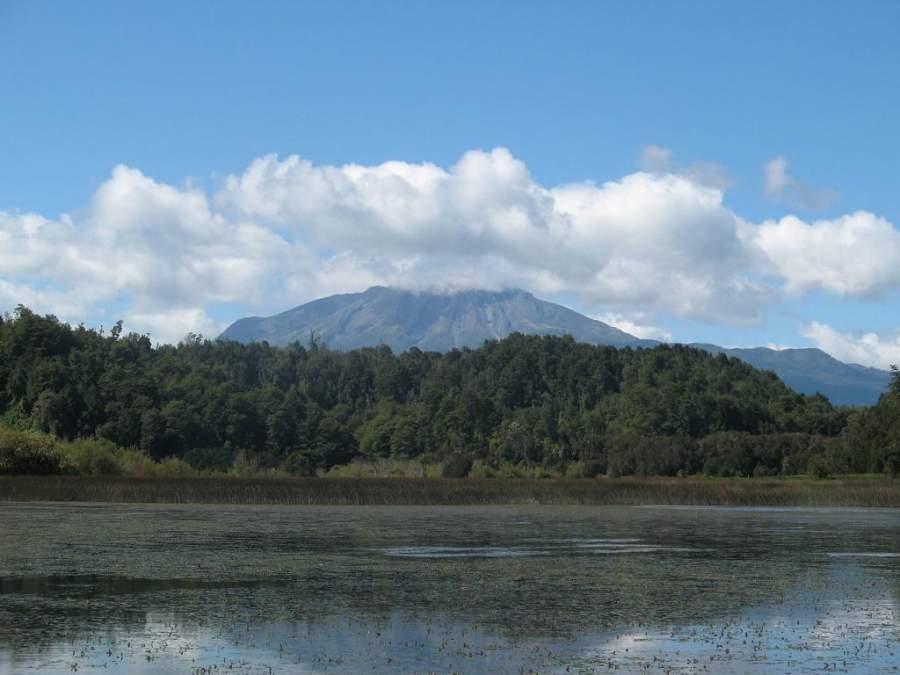 Vista del volcán Calbuco desde Puerto Varas