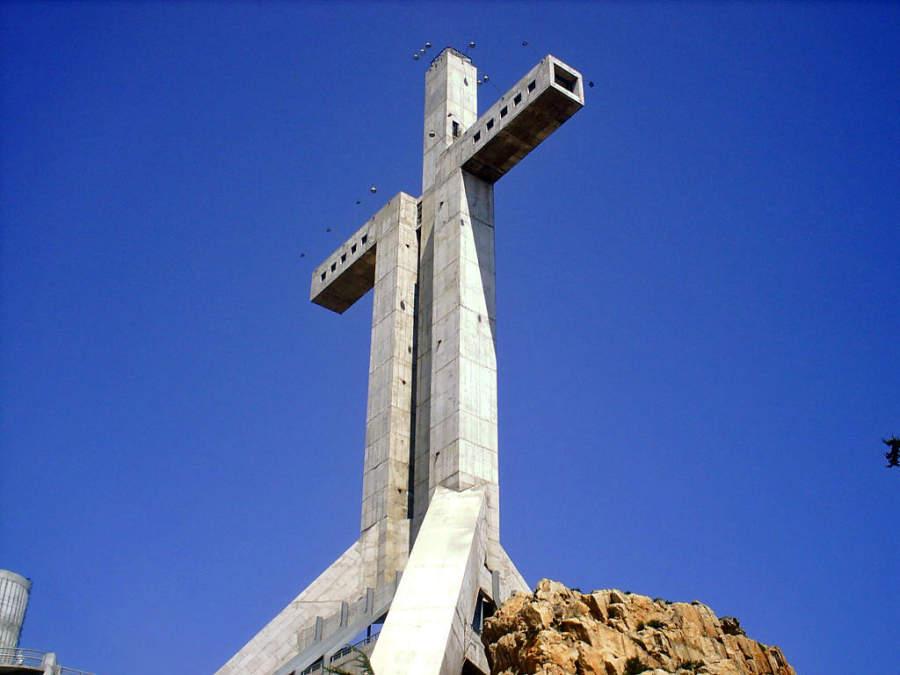La Cruz del Tercer Milenio tiene 93 metros de altura