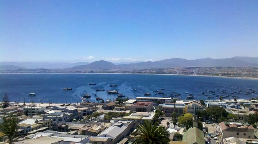 Sube a uno de los miradores y admira la vista del puerto de Coquimbo