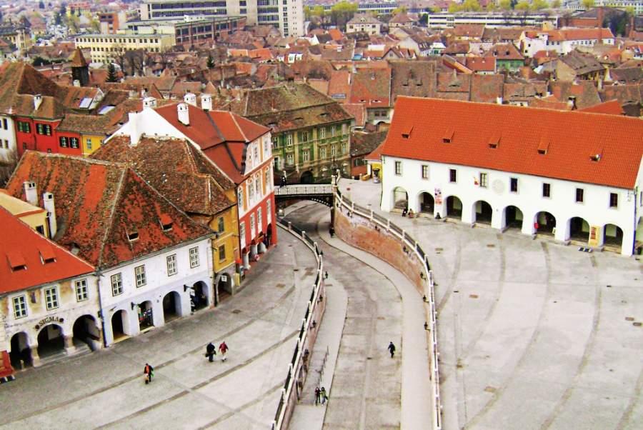 En un extremo de la Plaza Menor en Sibiu hallarás el Puente de los Mentirosos