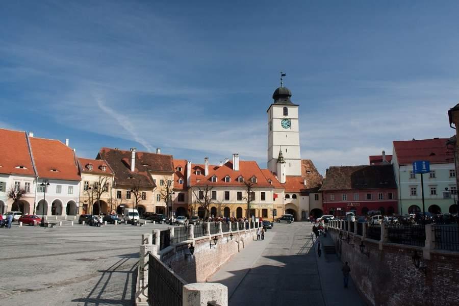 La Torre del Consejo en Sibiu posee un pasadizo que conecta las plazas Mayor y Menor