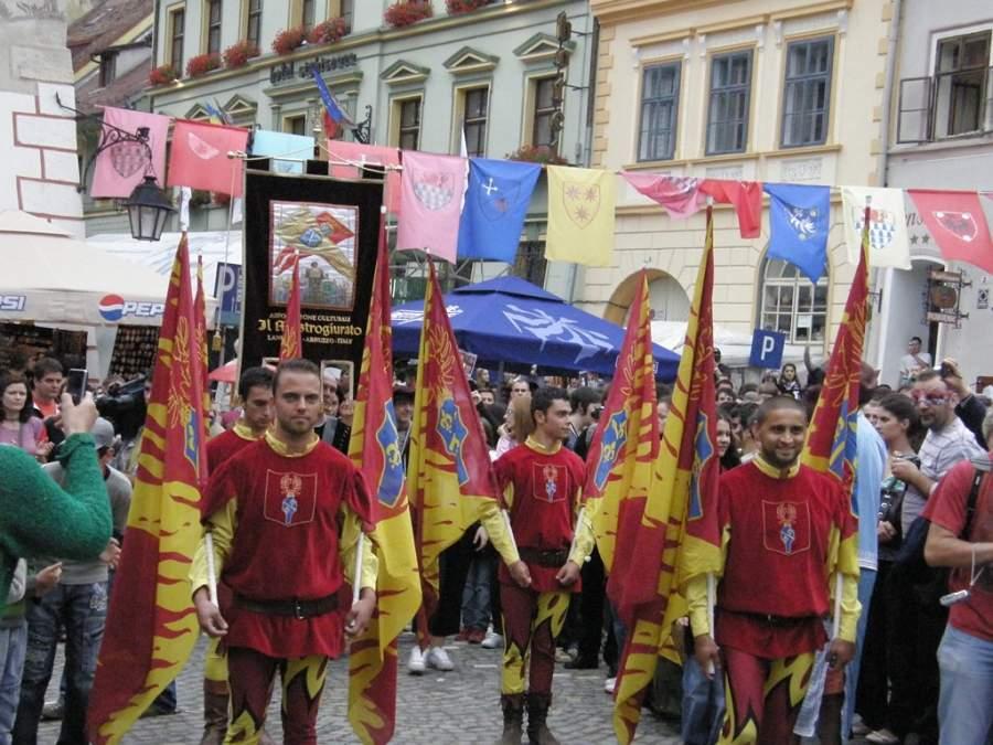 En Sighisoara se realiza un festival medieval
