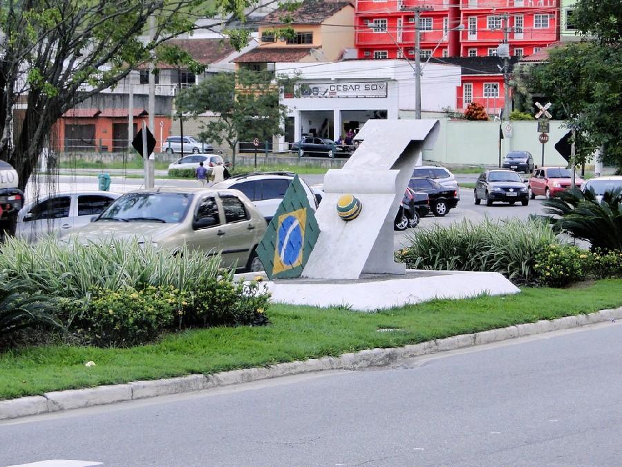 Monumento en homenaje a Ayrton Senna