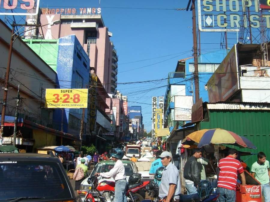 En los comercios del centro de Ciudad del Este puedes comprar productos a precios asequibles