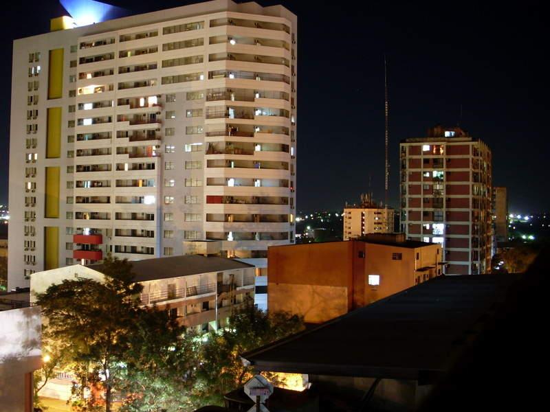 Paisaje nocturno de la Ciudad del Este
