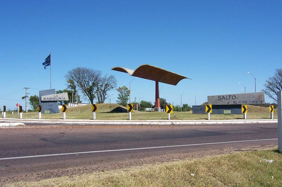 Monumento la Puerta de la sabiduría, homenaje al ingeniero Eladio Dieste