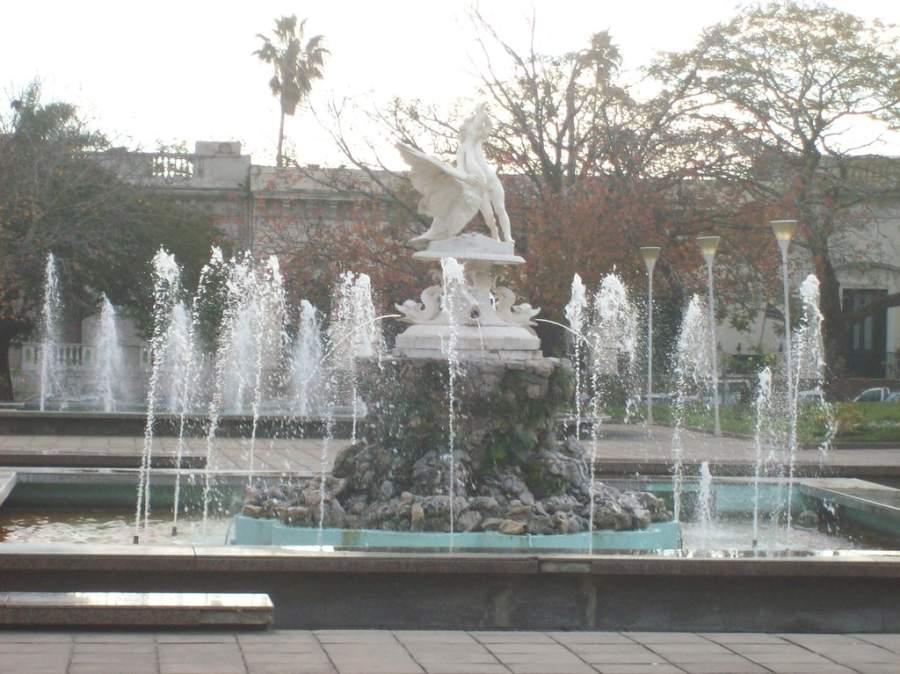 Visita la Plaza 33 en la ciudad de Salto, Uruguay