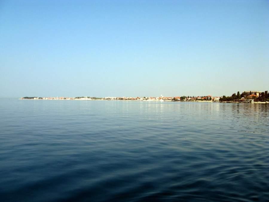 El mar Adriático rodea a Zadar