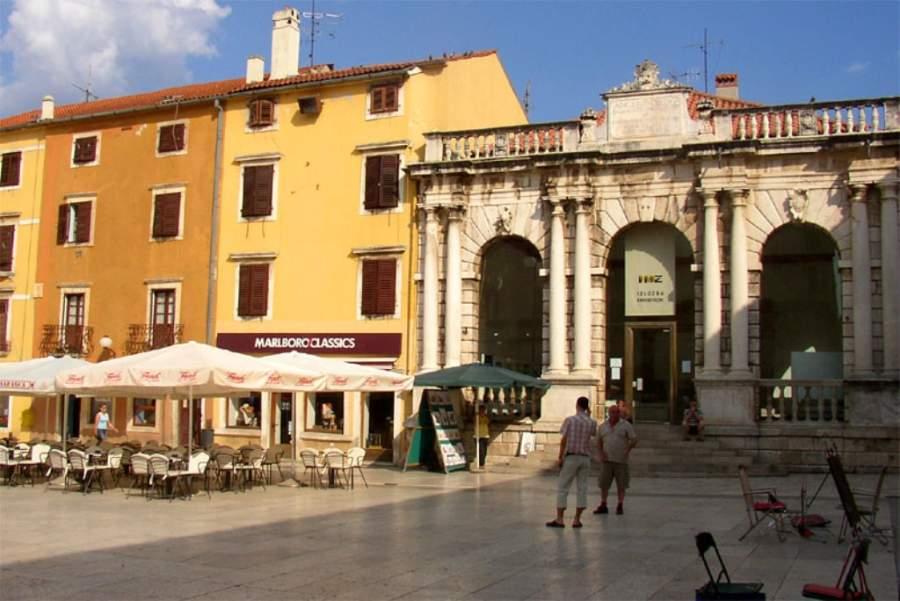 Zadar tiene varios espacios abiertos