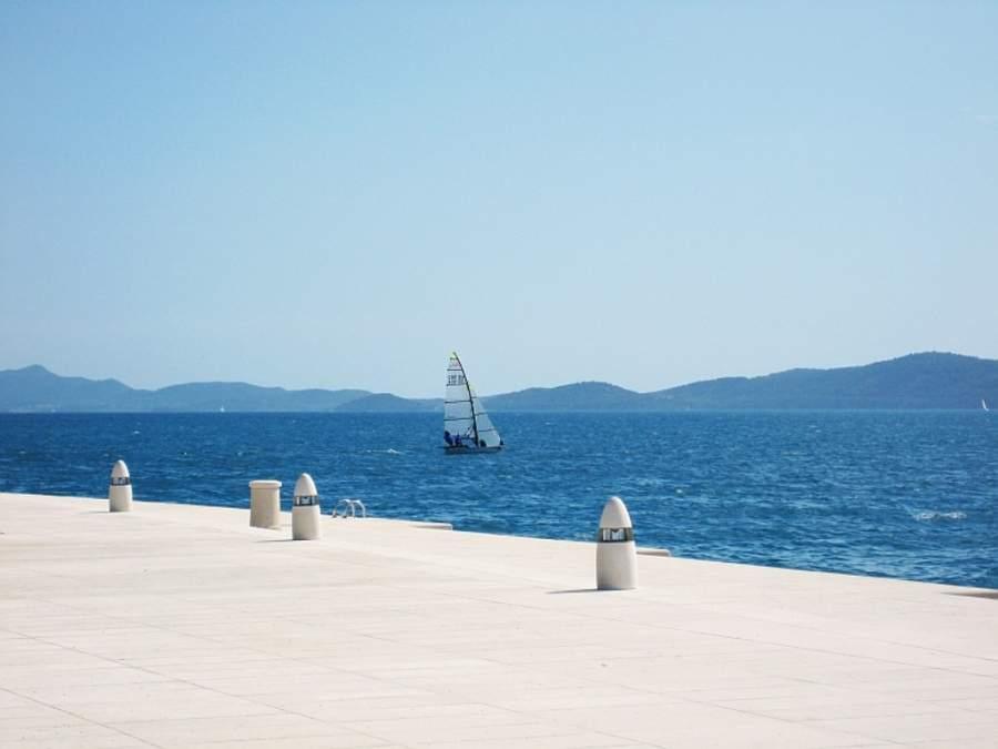 El Monumento al Sol de Zadar está situado junto al mar