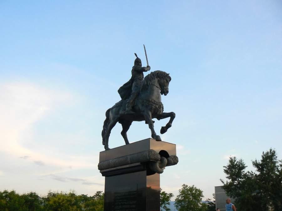 Estatua del kan Krum que gobernó durante el primer Imperio búlgaro