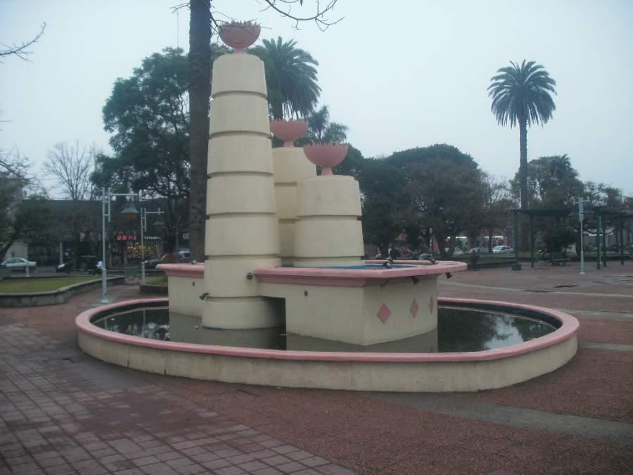 Monumento en la Plaza de la Independencia en Carmelo