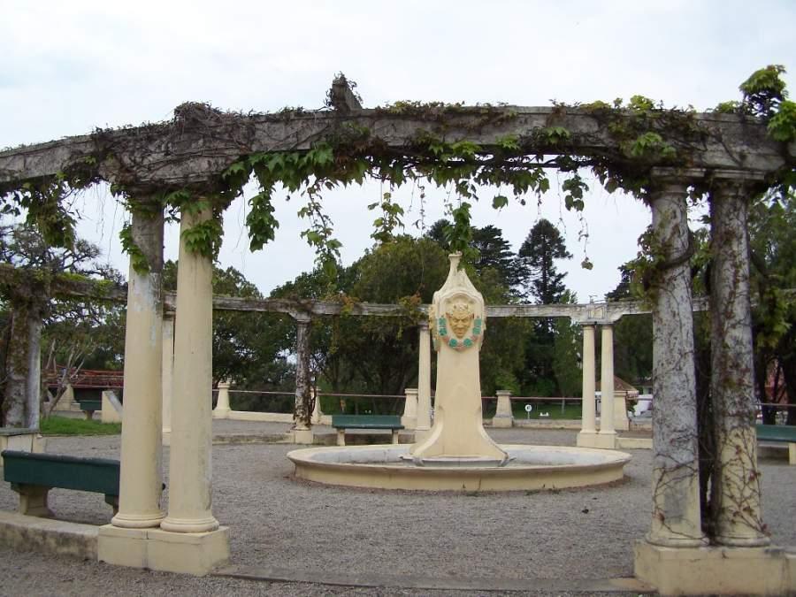 Una plaza en la ciudad de Carmelo, Uruguay