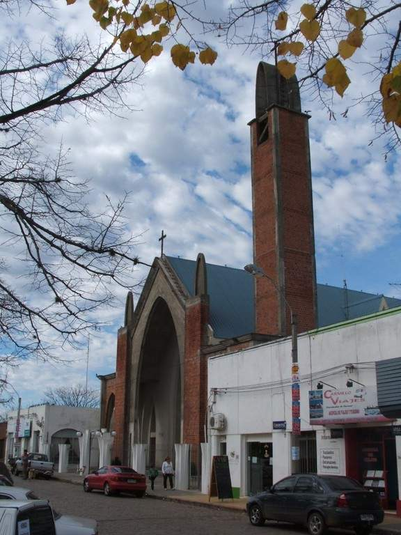 Fachada de la Iglesia de Nuestra Señora del Carmen en Carmelo