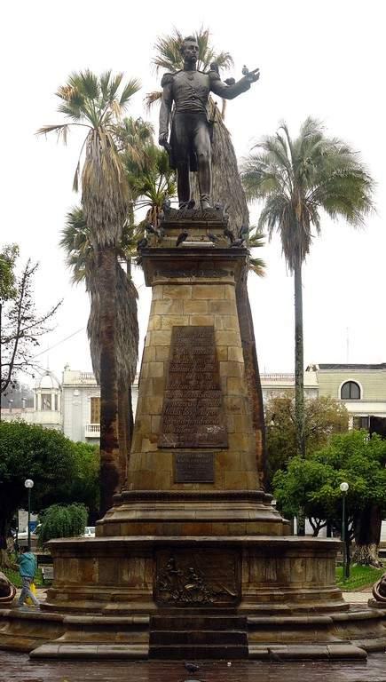 Monumento a Antonio José de Sucre en la Plaza de Armas en Sucre