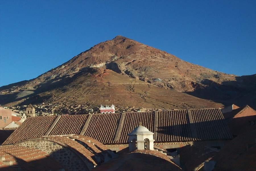 Vista del cerro Rico en Potosí