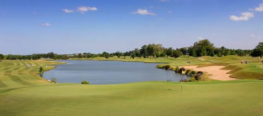 Campo de golf en la ciudad de Pilar