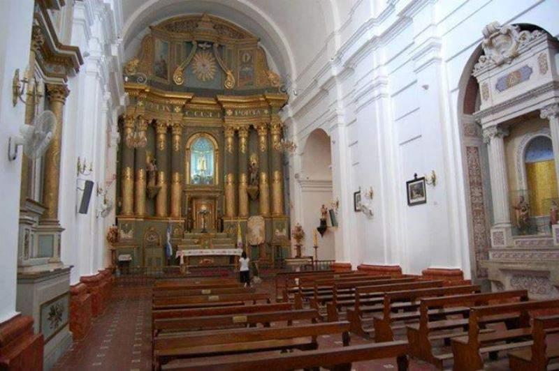 Interior de la Parroquia de Nuestra Señora del Pilar
