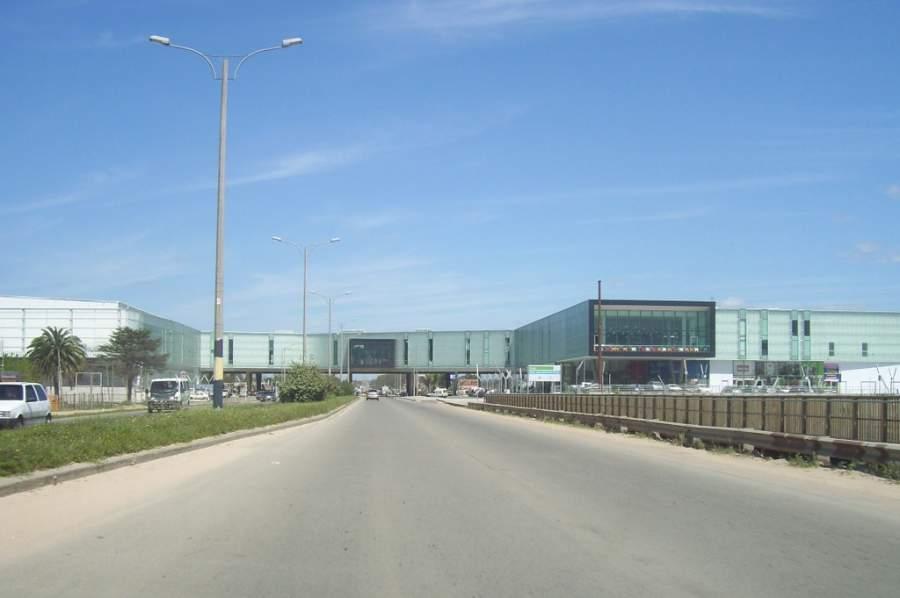 Vista del Centro Cívico en el centro comercial Costa Urbana Shopping en Ciudad de la Costa