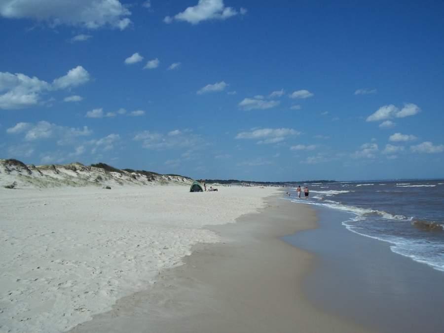 La playa de El Pinar es de las más populares en Ciudad de la Costa