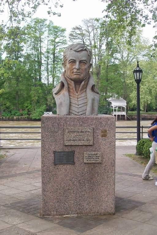 Busto del Almirante Brown en una plaza de San Pedro
