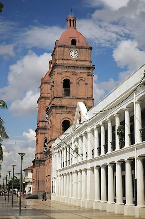 Vista lateral de la Basilica Menor de San Lorenzo en Santa Cruz de la Sierra