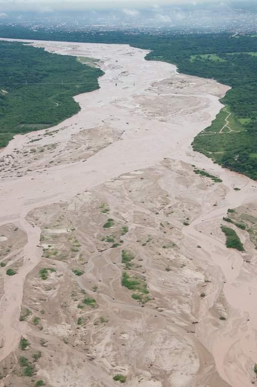 Panorama del río Piraí junto al cual se extiende Santa Cruz de la Sierra